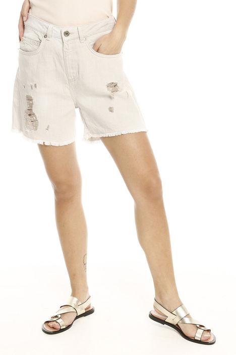 Shorts con rovinatura Intrend