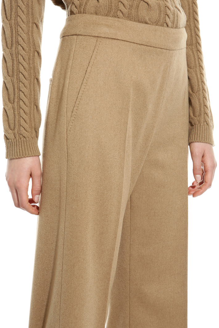 Cropped camel trousers Intrend