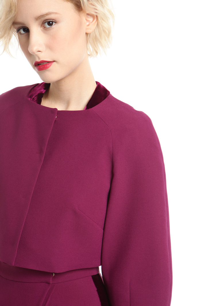 Giacca boxy in tessuto crepe Intrend