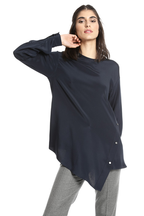 Asymmetrical silk blouse Intrend