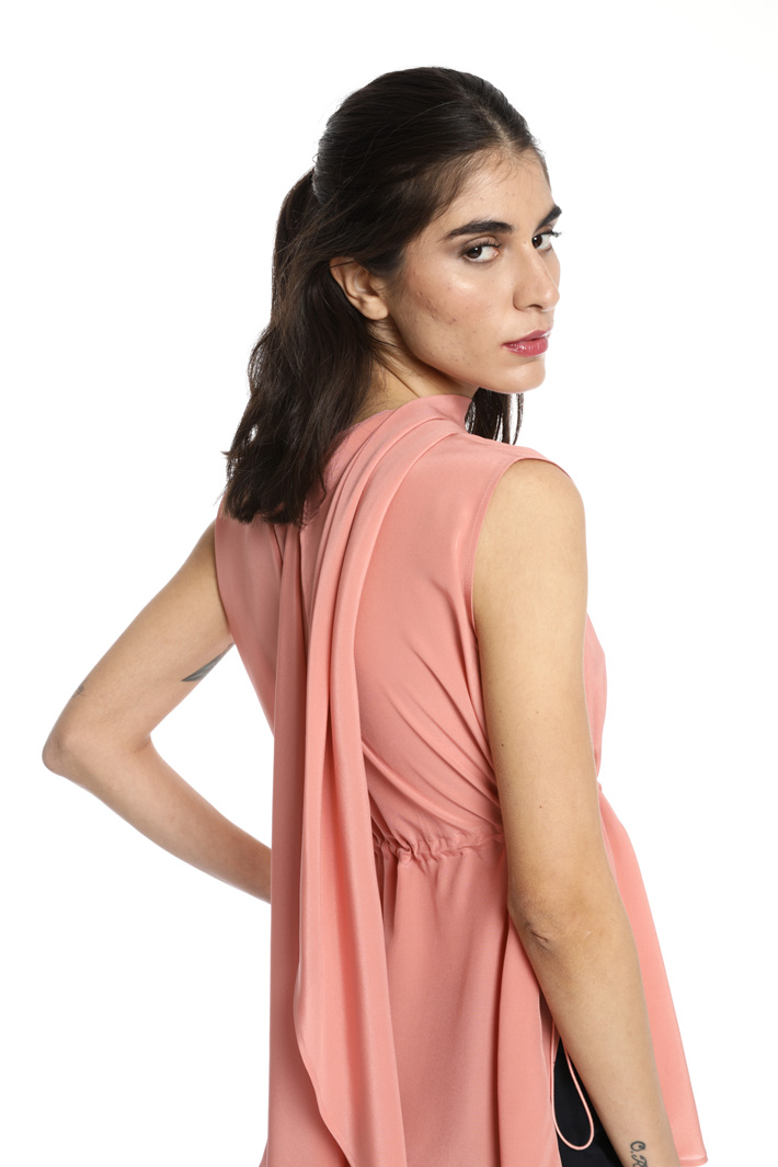 Asymmetrical silk top Intrend
