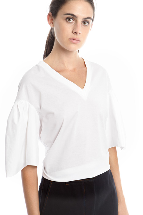 T-shirt with bell cuff sleeves Intrend