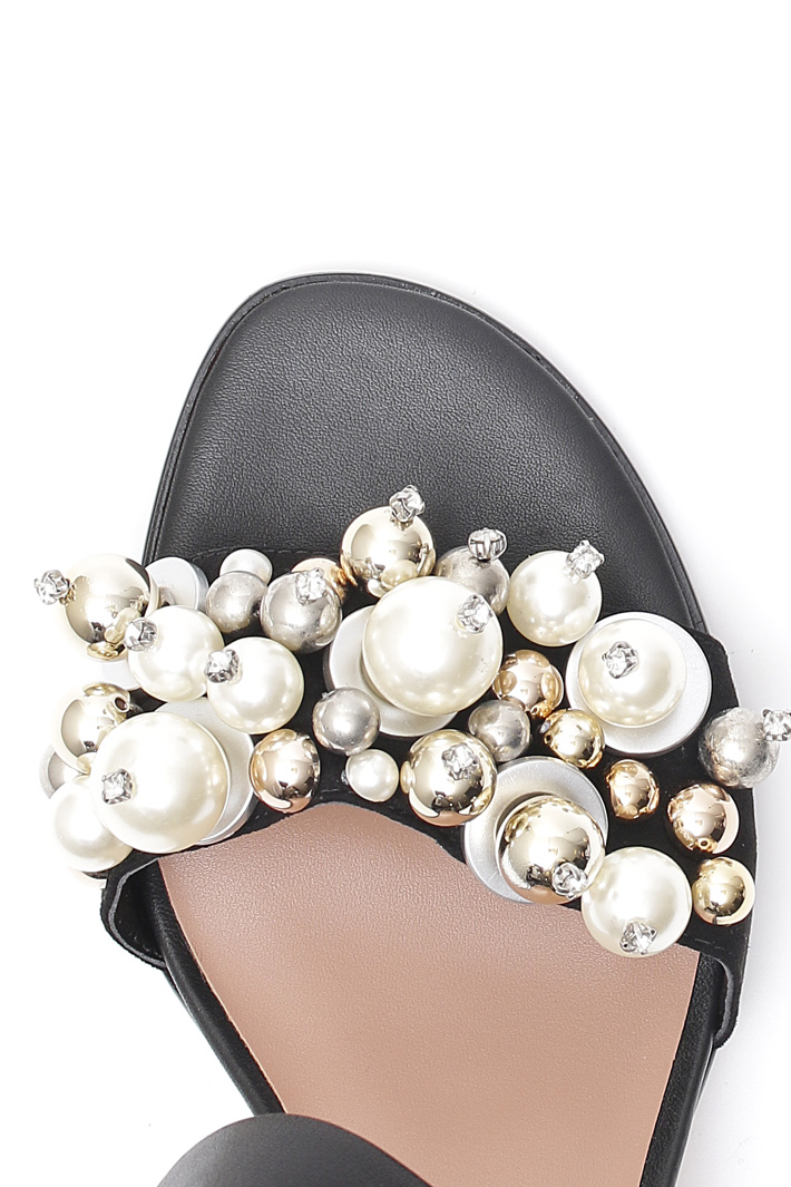 Sandals with boules Intrend