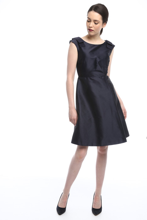 Princesse-line dress with bow Intrend