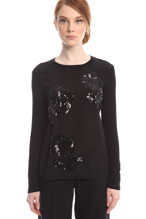 Top with embroidery Intrend
