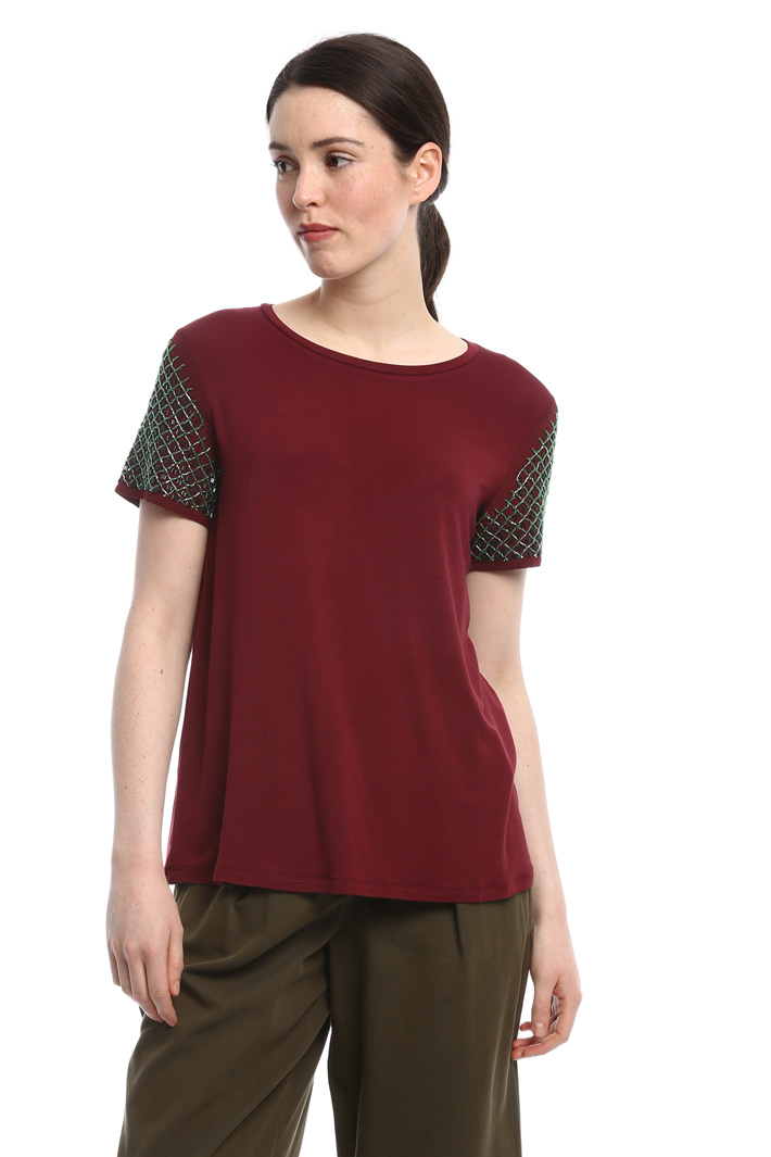Embroidered sleeve T-shirt Intrend