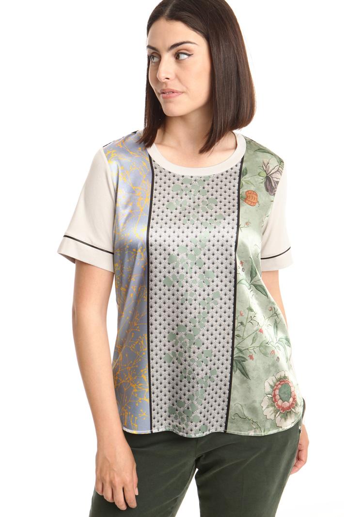 T-shirt con pannello in raso Intrend