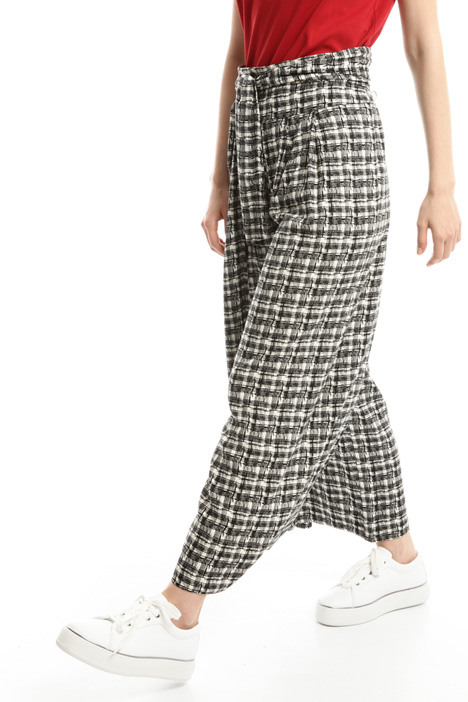Patterned crepe trousers Intrend