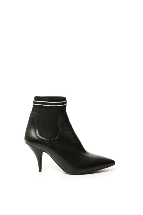 Pointed toe leather boots Intrend