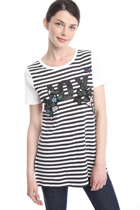 T-shirt con ricamo e stampa Intrend