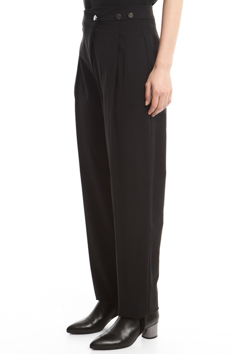 Pantaloni con pieghe Intrend