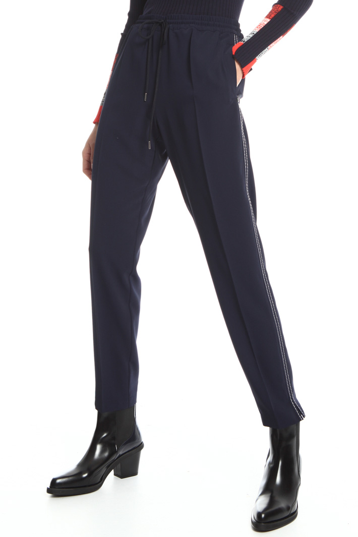 Soft-fit trousers Intrend