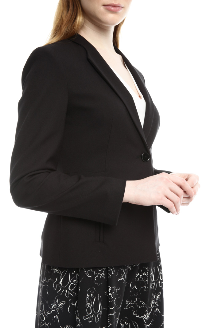 Semi-fitted crepe jacket Intrend