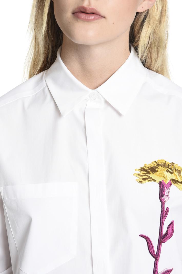 Camicia con ricamo floreale Intrend