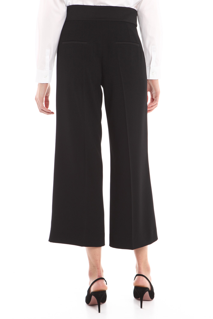 Pantalone cropped in crepe Intrend