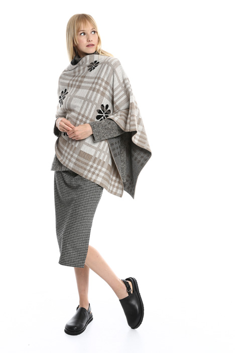 Patterned asymmetric poncho Intrend