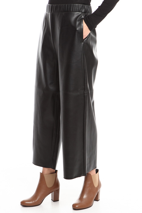 Cropped coated trousers Intrend