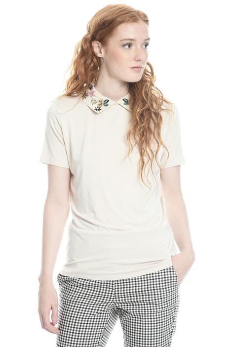 T-shirt con colletto ricamato Intrend