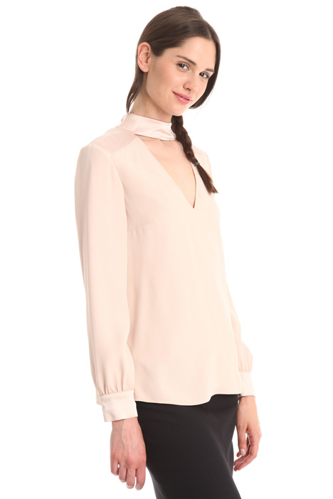 Blusa in crepe enver satin Intrend