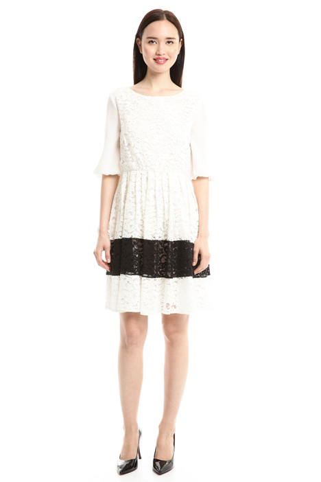 Princesse-line lace dress Intrend