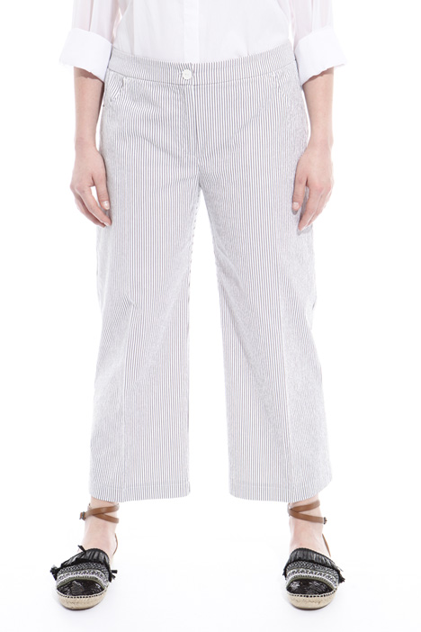 Trousers in embossed fabric Intrend