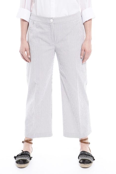 Pantaloni in tessuto goffrato Intrend