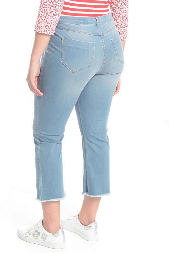 Jeans con orlo sfrangiato Intrend