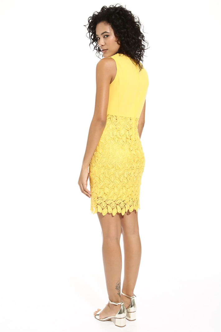 Sleeveless macramé dress Intrend