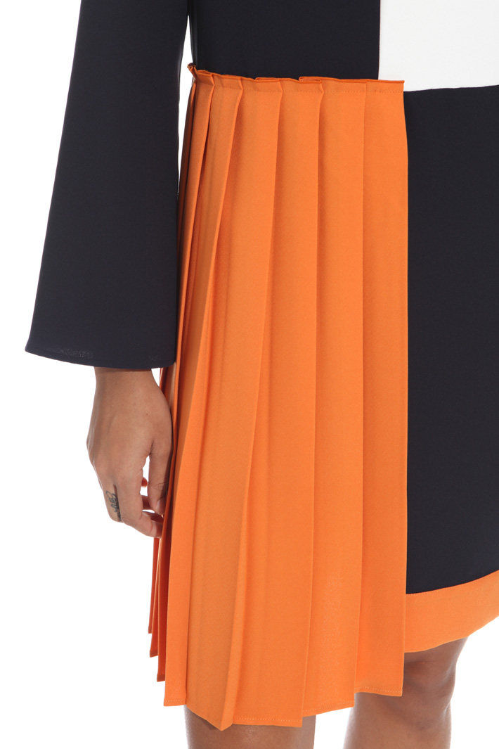 Dress with pleated inserts Intrend