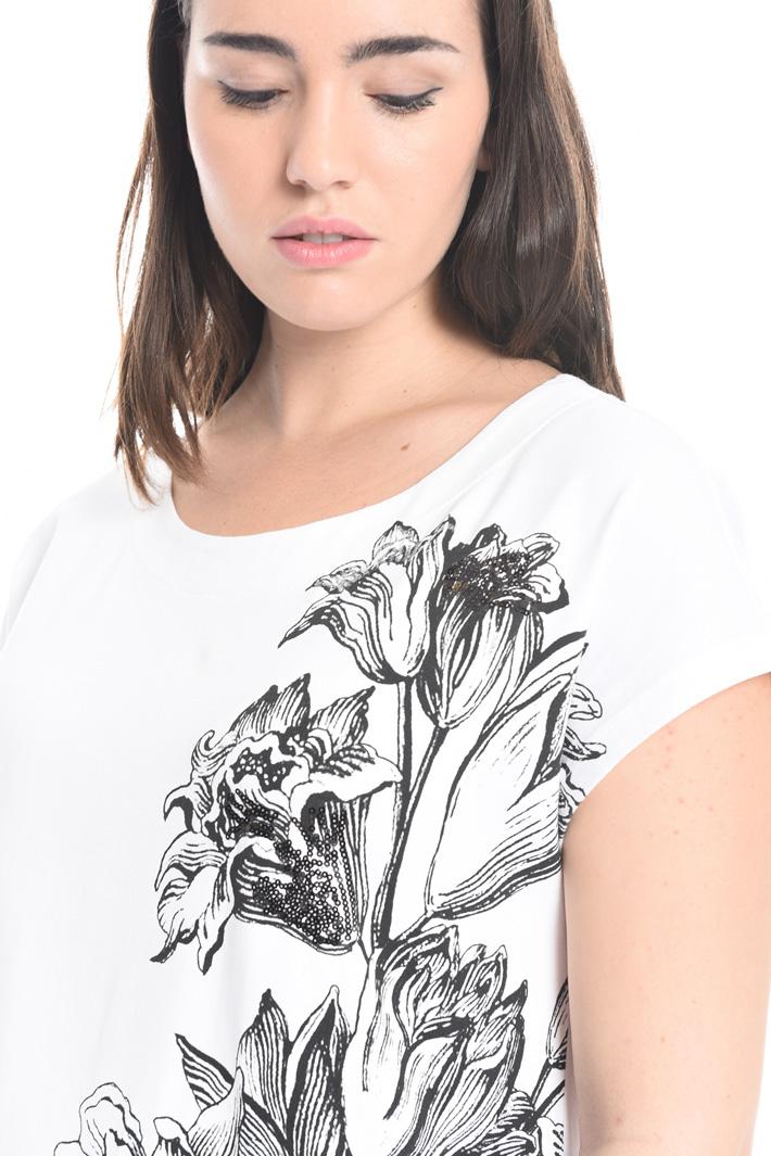 T-shirt con stampa e ricamo Intrend