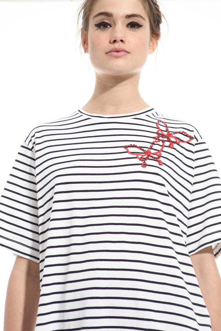 T-shirt con ricami bijoux Intrend