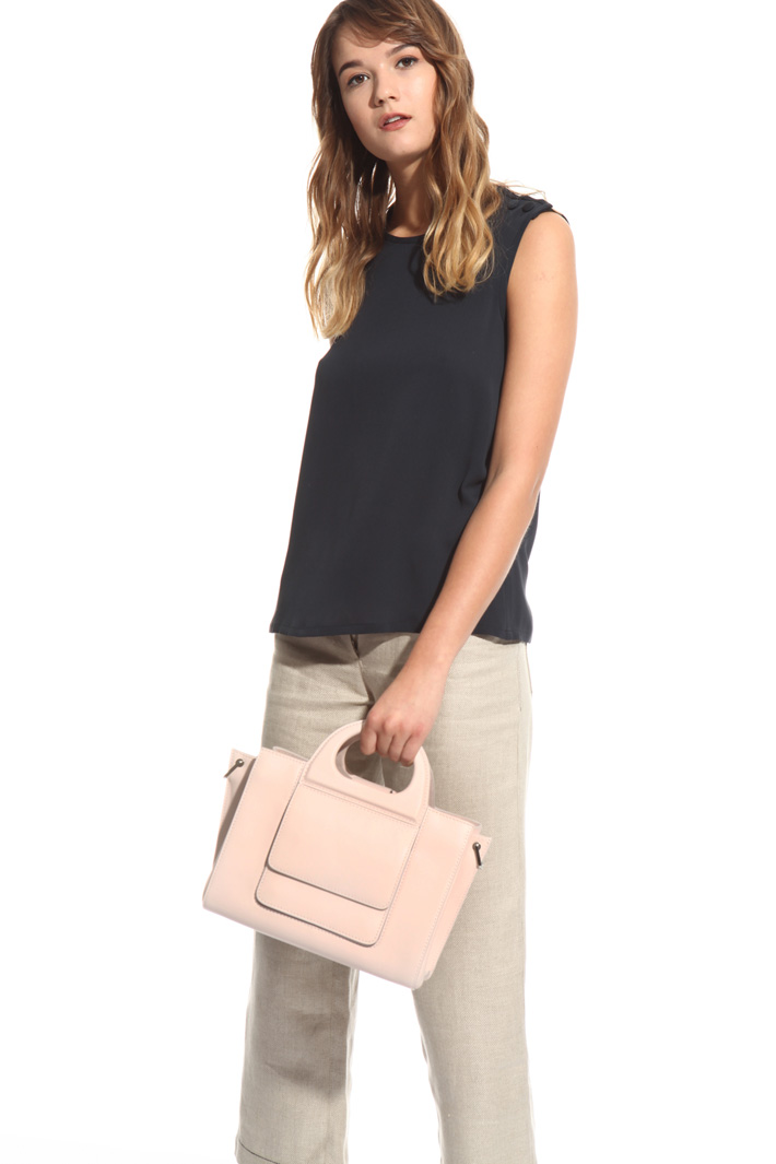 Hand bag in leather Intrend