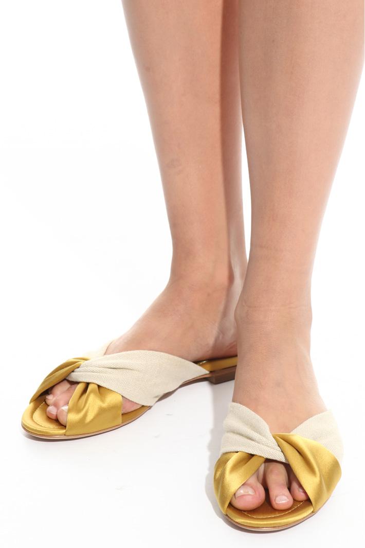 Cross flat sandals Intrend