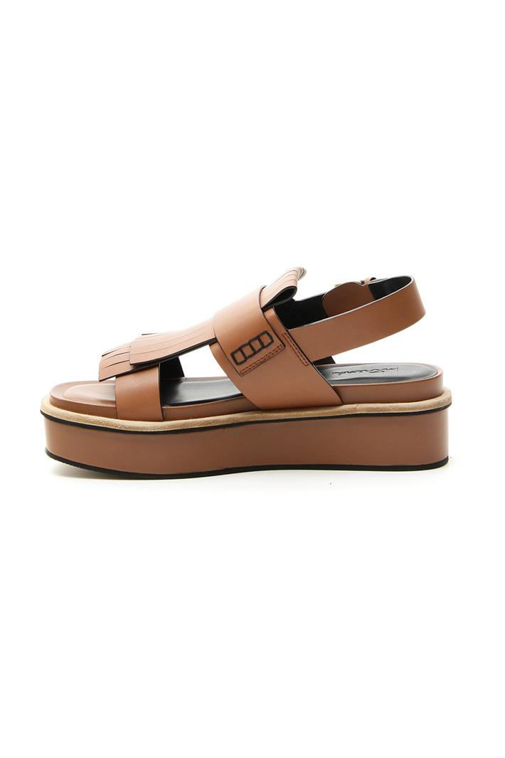 Sandalo platform con frangia Intrend