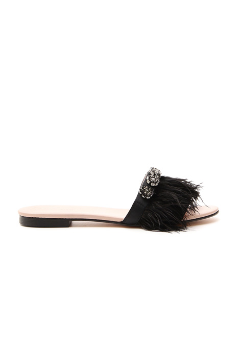 Flat sandal with feathers Intrend