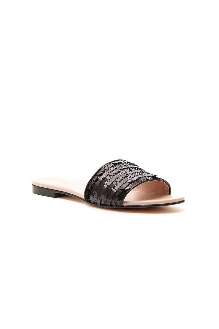 Flat sandal with sequins Intrend
