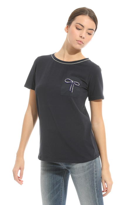 T-shirt con taschino ricamato Intrend
