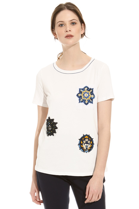 Embroidered pocket T-shirt Intrend