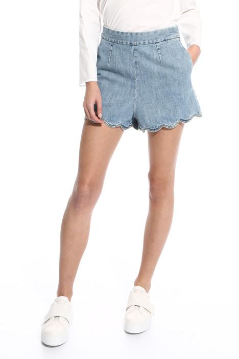 Shorts con fondo smerlato Intrend