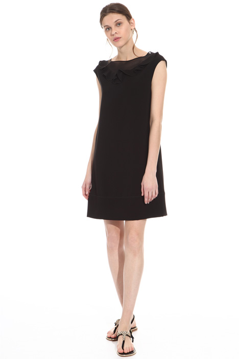 Dress with ruffled neckline Intrend