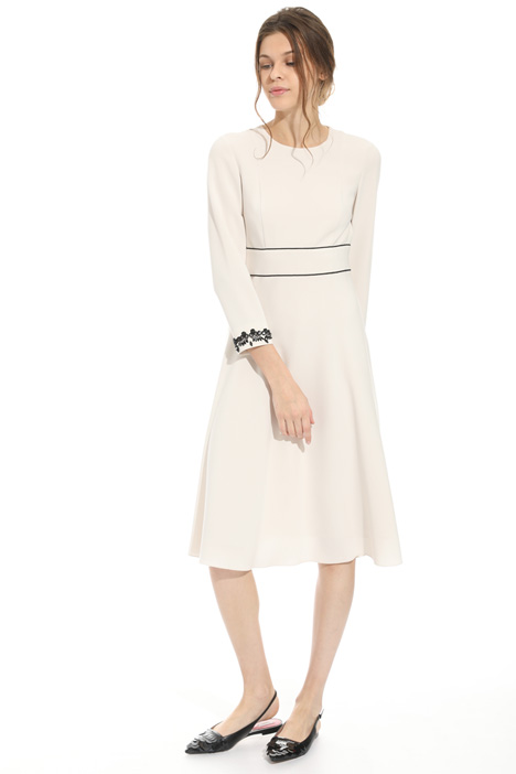Embroidered sleeve dress Intrend