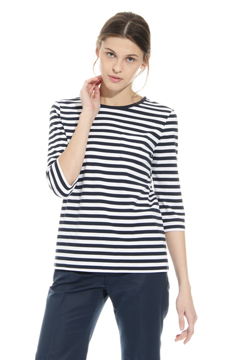 T-shirt with patch pocket Intrend