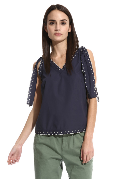Scalloped trim top Intrend