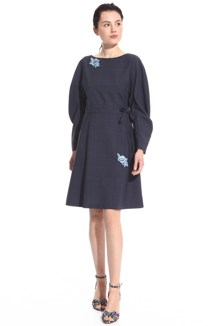Dress with floral embroidery Intrend