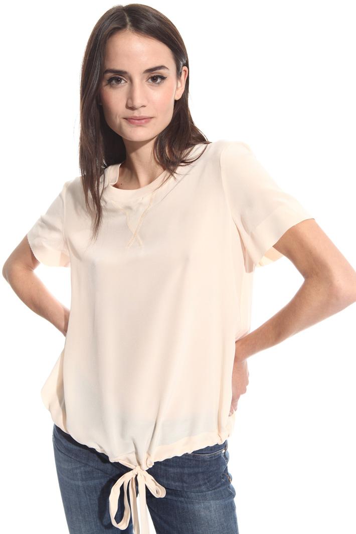 T-shirt con arriccio al fondo Intrend