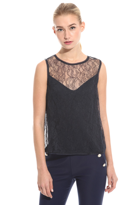 Chantilly lace top Intrend