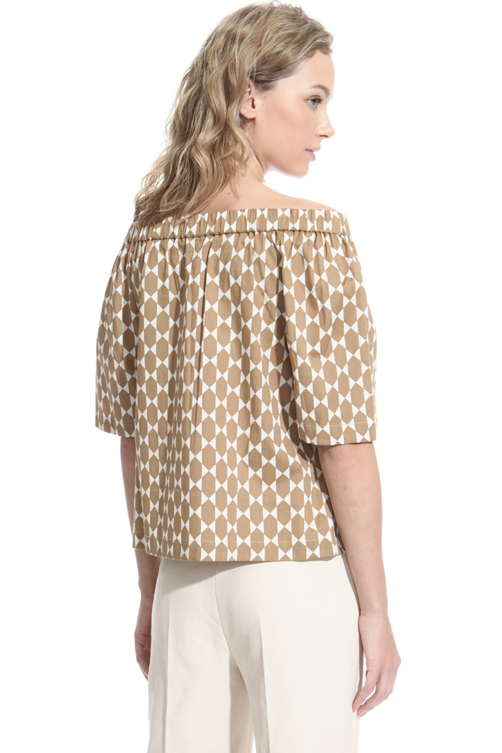 Off-the-shoulder top Intrend