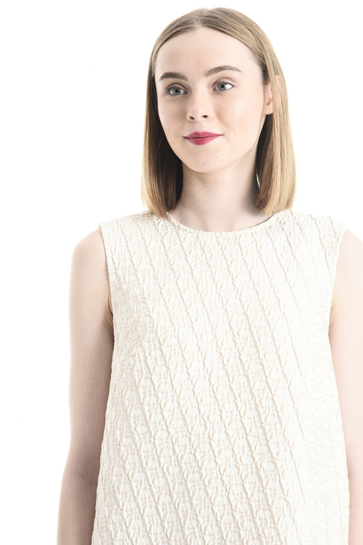 Dress in matelassé fabric Intrend