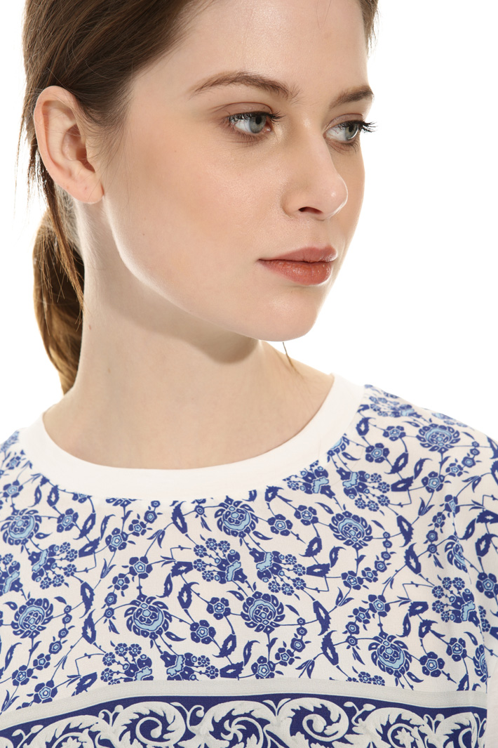 Silk printed T-shirt Intrend