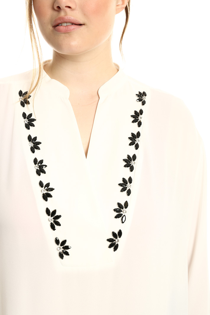 Blouse with jeweled embroidery  Intrend